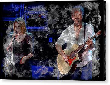 Stevie And Lindsey Canvas Print by John Delong