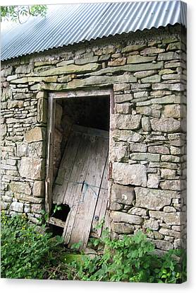 Canvas Print featuring the photograph Stone Cottage by Kandy Hurley