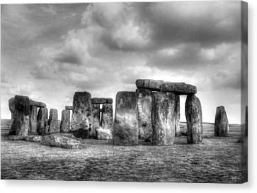Amesbury Canvas Print - Stonehenge In Black And White by Greg Mimbs