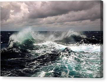 Storm Wave Canvas Print by Boon Mee