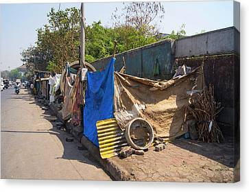 Street Dwellings In Mumbai Canvas Print