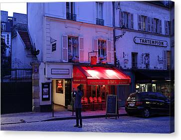 Street Scenes - Paris France - 01133 Canvas Print by DC Photographer