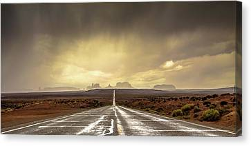 Strom In Monument Valley Canvas Print