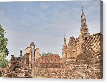 Sukhothai Historical Park - Sukhothai Thailand - 011316 Canvas Print by DC Photographer