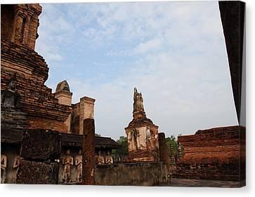 Sukhothai Historical Park - Sukhothai Thailand - 011327 Canvas Print by DC Photographer