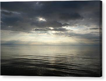 Sun Rays At Sunset Canvas Print by Gynt