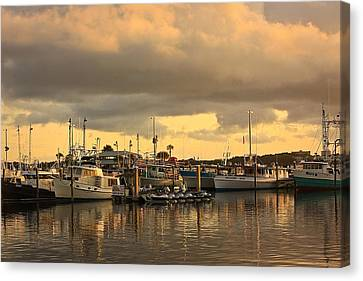 Canvas Print featuring the photograph Sundown In The Bay... by Tammy Schneider