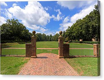 Canvas Print featuring the photograph Sunken Garden At William And Mary by Jerry Gammon
