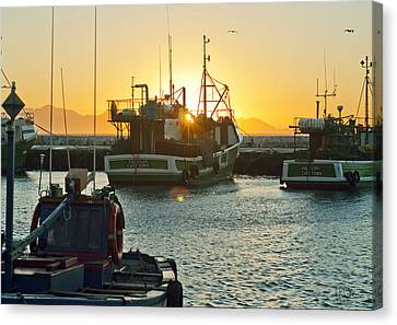 Sunrise At Kak Bay Canvas Print by Tom Hudson