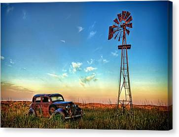 Canvas Print featuring the photograph Sunrise On The Farm by Ken Smith