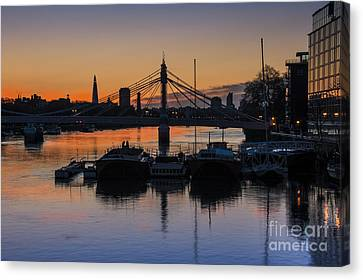 Sunrise On The Thames Canvas Print by Donald Davis