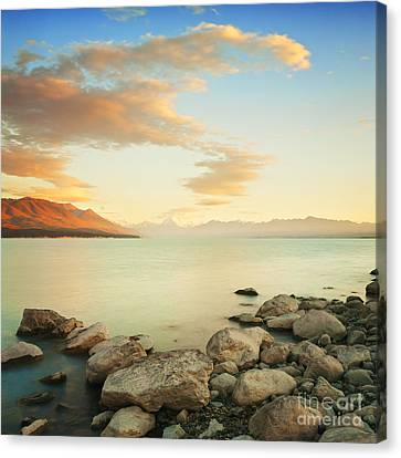 Sunrise Over Lake Pukaki New Zealand Canvas Print