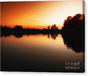 Sunset A Lake In Mansfield Il Canvas Print by Thomas Woolworth