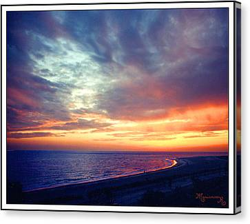 Canvas Print featuring the photograph Sunset At Lido Key by Mariarosa Rockefeller