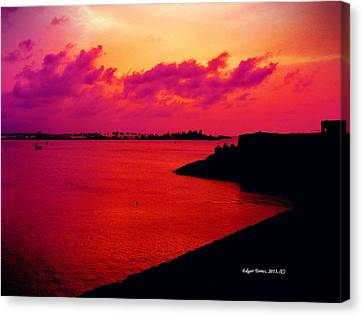 Sunset Bay Canvas Print by Edgar Torres