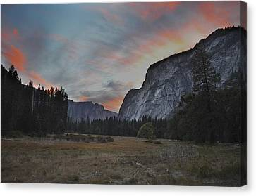 Sunset In Yosemite Valley Canvas Print