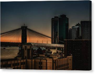 Canvas Print featuring the photograph Sunset Overlooking The Brooklyn Bridge New York by Linda Karlin