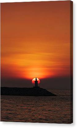 Sunset View Of Lighthouse In Manila Canvas Print by Keren Su