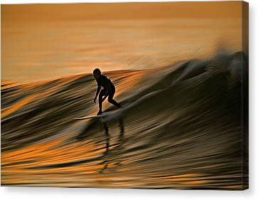 Surfing Liquid Copper C6j2144 Canvas Print