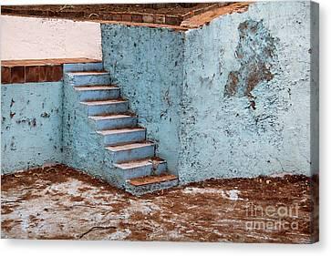 Swimming Pool At Exhacienda De Chautla Canvas Print by Linda Queally