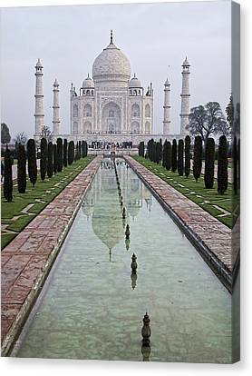 Canvas Print featuring the photograph Taj Mahal Early Morning by John Hansen