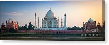 Taj Mahal Panorama Canvas Print