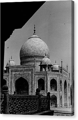 Taj Mahal Side View Canvas Print