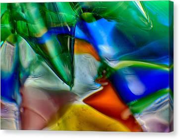 Talons Verde Canvas Print by Omaste Witkowski