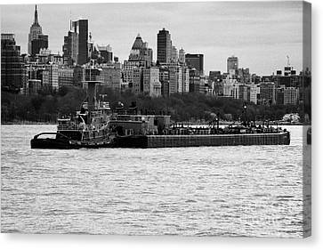Tarpon Tugboat Pushes The Hatteras Barge Along The Hudson River New York City Canvas Print