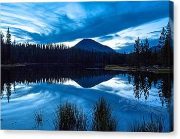 Teapot Lake Canvas Print by Darryl Wilkinson
