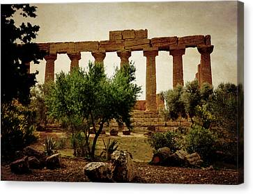 Temple Of Juno Lacinia In Agrigento Canvas Print by RicardMN Photography