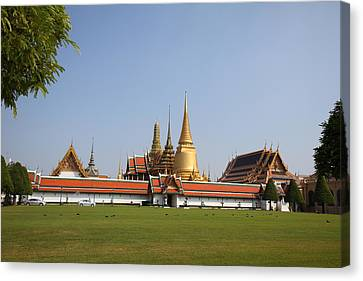 Temple Of The Emerald Buddha - Grand Palace In Bangkok Thailand - 01131 Canvas Print by DC Photographer
