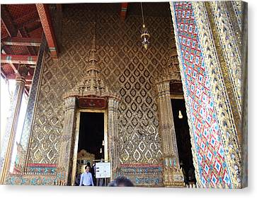 Temple Of The Emerald Buddha - Grand Palace In Bangkok Thailand - 01139 Canvas Print by DC Photographer