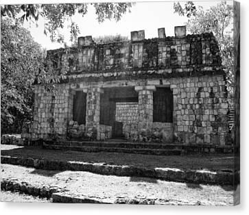 Templo Cerca De La Base Del Palacio Del Gobernador Canvas Print by James  Bond