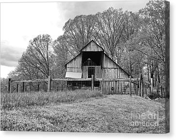 Tennessee Barn Bw Canvas Print by Chuck Kuhn