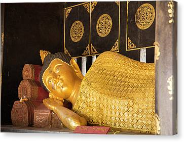 Thailand, Chiang Mai, Wat Chedi Luang Canvas Print by Emily Wilson