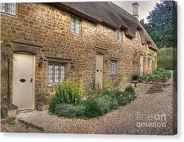 Thatched Cottages In Oxfordshire Canvas Print
