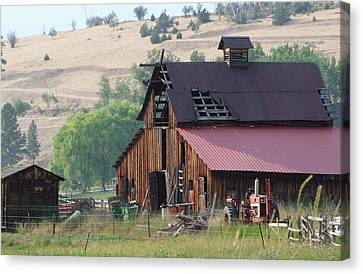 Canvas Print featuring the photograph The Barn by Ron Roberts