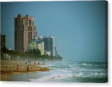The Beach Near Fort Lauderdale Canvas Print by Eric Tressler