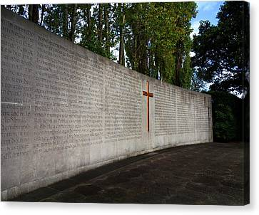 The Curved Wall Bearing The 1916 Canvas Print