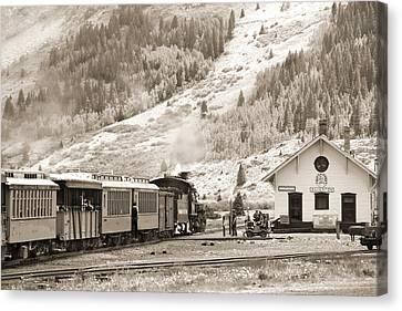 The D And S Pulls Into The Station Canvas Print by Mike McGlothlen