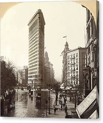 The Flatiron Building In Ny Canvas Print by Underwood Archives