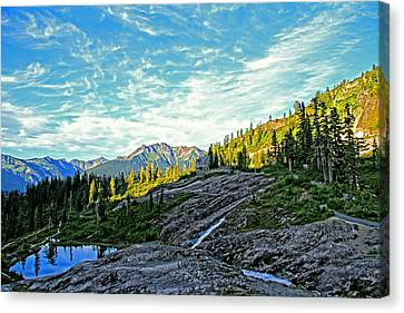 Canvas Print featuring the photograph The Hut. by Eti Reid