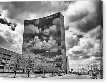The Indianapolis Jw Marriott Black And White 2 Canvas Print by David Haskett