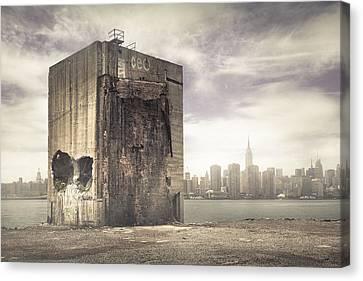 Apocalypse Brooklyn Waterfront - Brooklyn Ruins And New York Skyline Canvas Print