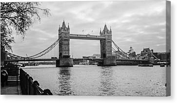 The London Bridge  Canvas Print by Steven  Taylor