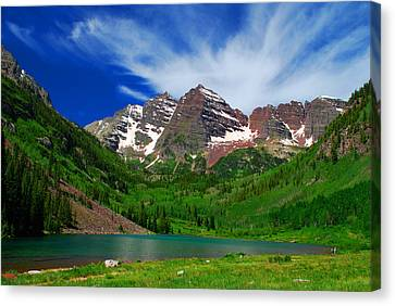 The Majestic Maroon Bells With Tiny Tourists Canvas Print