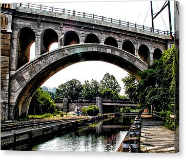 The Manayunk Bridge Over The Canal Canvas Print by Bill Cannon