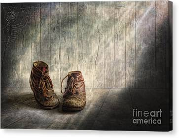The Memories Begin To Live .. Canvas Print by Veikko Suikkanen
