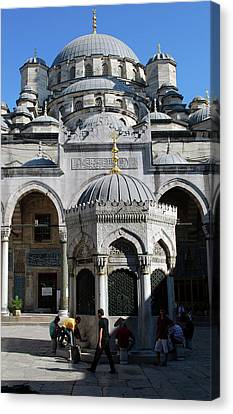 The Mosque Of Sultan Ahmet (blue Mosque Canvas Print by Lynn Seldon